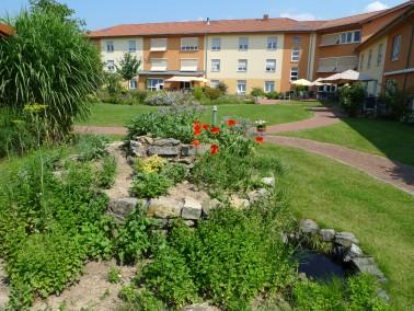 Als mehrgliederige Einrichtung der Altenhilfe bietet das Seniorendomizil Riepenblick 97 Bewohnerpl&a...