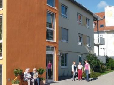 Das Altenzentrum St. Konrad liegt zentral im Ortskern von Zimmern ob Rottweil. Die Umgebung bietet d...