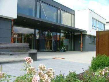 Das Samariterstift Altenstadt in Geislingen bietet 51 vollstationäre, 3 integrierte Kurzzeit- und 4 ...