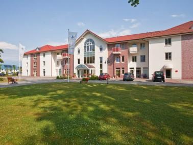 Nahe des Plöner Sees liegt das moderne DANA Pflegeheim Fünf-Seen-Allee. Großzüg...