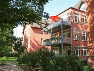 Amalie-Sieveking-Haus   Das Amalie-Sieveking-Haus befindet sich im Bezirk Spandau und ist Teil der ...