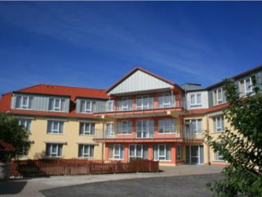 Das Seniorenzentrum NORA liegt in Lauenau, einem idyllischen Ort mit malerischen alten Fachwerkh&aum...