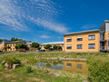 In idyllischer Waldrandlage mit Blick über Baunatal bietet unsere Altenpflegeeinrichtung 99 Sen...