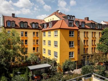 Das Hermann-Bezzel-Haus liegt in einer ruhigen Seitenstraße der Nürnberger Stüdstadt...