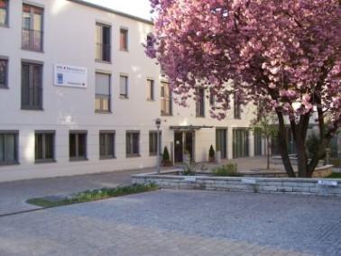 Der seit 2005 in Betrieb genommene Minoritenhof liegt am Rande der östlichen Altstadt von Regen...