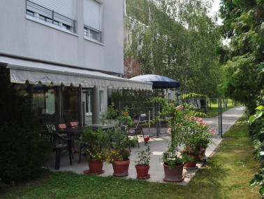 Die Räumlichkeiten sind in das Seniorenzentrum Neureut integriert und befinden sich in unmittel...