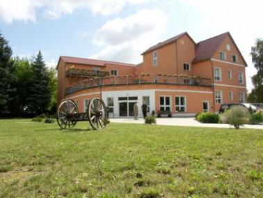 Inmitten eines 10000 m² großen, parkähnlichen Grundstückes liegt die Senioren-R...