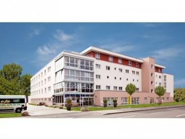 Das im Oktober 2009 neu eröffnete Haus Singen des Servicehauses Sonnenhalde liegt inmitten der ...