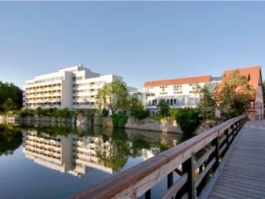 Das Wohnstift Hallerwiese liegt mitten im grünen Herzen Nürnbergs. Die Altstadt ist durch ...