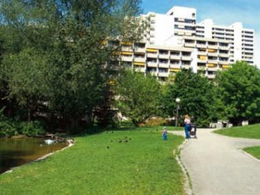 Das 2002 komplett renovierte Seniorenzentrum am Parksee liegt sehr ruhig, grün und doch zentral in d...