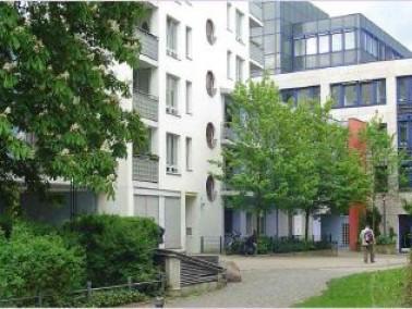 Die WG befindet sich in Berlin-Friedrichshain unweit des U-Bahnhofes Samariterstraße. Die WG b...