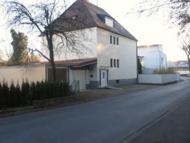 Das große Fam ilienhaus befindet sich in der Kreisstadt Aichach-Friedberg, Großstadtdrei...