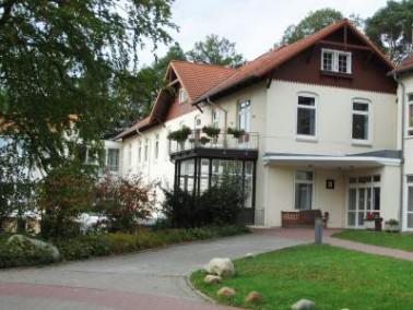Das Vitanas Senioren Centrum Edmundsthal liegt eingebettet in ein großes Waldgrundstück a...