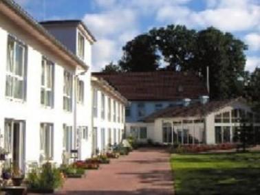 Mitten im kleinen Ort Hohenlockstedt liegt das Pflegezentrum Breite Straße. Eine Bäckerei...