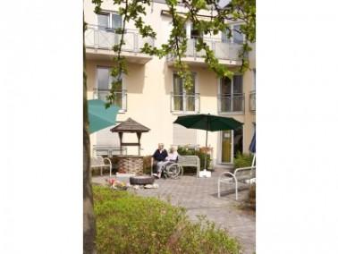 Die CURANUM Seniorenresidenz Am Erlenfeld liegt am Rande der Erlanger Innenstadt, ganz in der N&auml...