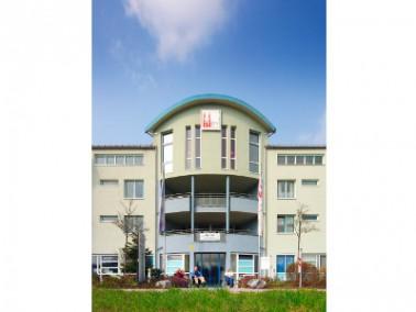 Der Seniorenhof Neunkirchen am Sand liegt in der gleichnamigen, aufstrebenden Gemeinde Neunkirchen a...