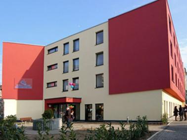 Das Stella Vitalis Seniorenzentrum Bochum liegt in zentraler Lage, umgeben von zahlreichen Einkaufsm...