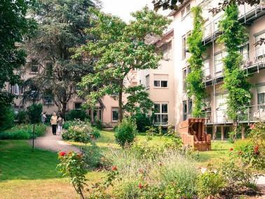 Das 1912 erbaute und 2002 zuletzt renovierte Alten- und Pflegeheim Berckholtz-Stiftung kann auf eine...