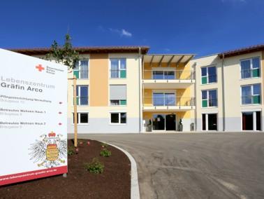Pflege von Menschen für Menschen    Das Pflegekonzept des Lebenszentrums Gräfin Arco orie...