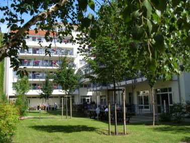 Im Haus Rixdorf umsorgen wir pflegebedürftige Menschen. Wir bieten vollstationäre Pflege, ...