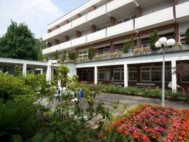 Das Altenzentrum liegt landschaftlich reizvoll in einer parkähnlichen Anlage am Südhang de...