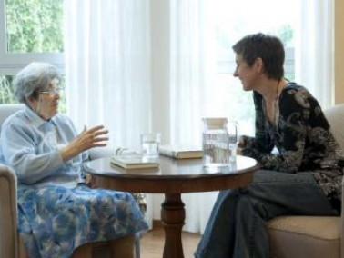 Zwei Vorzüge kennzeichnen die Lage des Pflegeheims: ruhig und mittendrin. Hier wohnen die Bewoh...