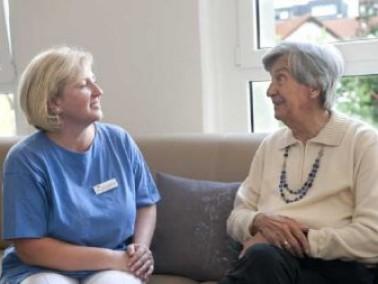 Die zentrale Lage des Altenzentrums eröffnet den Bewohnern ein umfangreiches Angebot mit vielf&...