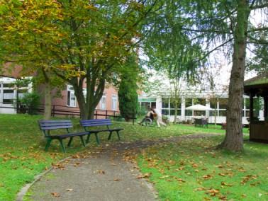 Unser Altenzentrum liegt mit Blick auf Meißner und Meinhard in ruhiger Stadtrandlage mit direk...