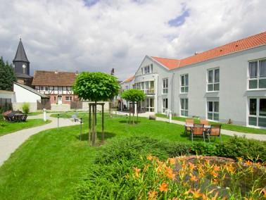 Das AWO-Altenzentrum Wildeck-Obersuhl liegt mitten im Ort und ermöglicht so seinen Bewohnerinne...