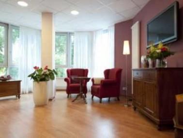Unser Altenzentrum liegt im Kasseler Stadtteil Niederzwehren, der sich kleinstädtische Nachbars...