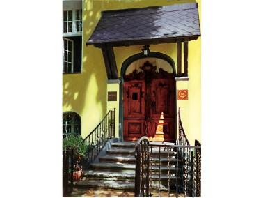 Untergebracht in einer stilvollen Stadtvilla aus der Jahrhundertwende verbindet das Alten- und Pfleg...