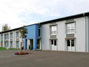 Das Altenheim Haus Zellertal liegt idyllisch direkt an der Pfrimm und doch zentral in der kleinen Ge...