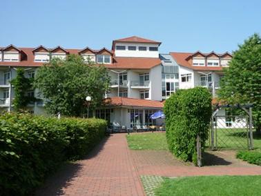 Seit Mai 2003 bietet das Geriatrie-Zentrum Rhenanus 132 Senioren ein neues Zuhause in Bad Sooden-All...
