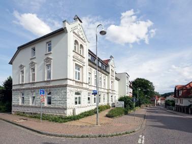 Die Servicewohnanlage befindet sich in direkter Nachbarschaft zum AWO Seniorenpark Schlotheim am gr&...