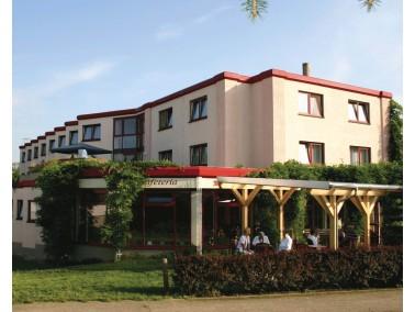 Unsere Einrichtung bietet 76 pflegebedürftigen Heimbewohnern in drei Etagenbereichen eine Wohns...