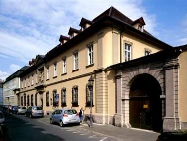 Die 1794 von Joseph Adam Hueber testamentarisch begründete Stiftung Hueberspflege kann nunmehr ...