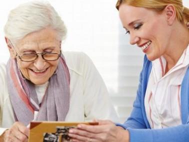 Das Team der CareProfis Ambulant kümmert sich um pflegebedürftige Senioren in ihren eigene...
