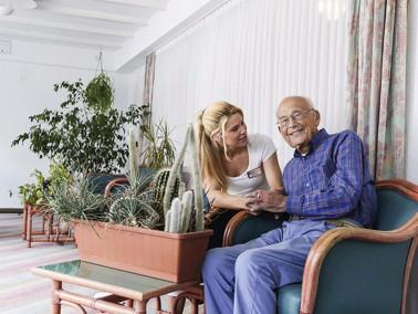 Der ambulante Pflegedienst der CURANUM AG in Augsburg betreut sowohl pflegebedürftige Bewohner ...