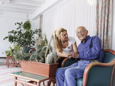 Der ambulante Pflegedienst PHÖNIX Pflegemobil in Grünbach pflegt seine Patienten rund um d...