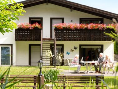 Das Haus Sonnenblick wurde 1994 eröffnet. Seine Aussenfassade und die liebevoll angelegte Au&sz...