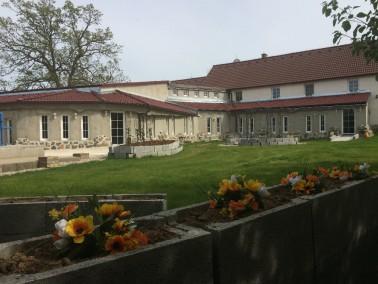Die Anlage der Eichenhof bei Pilzen,Tschechische Republik, ist kürzlich renoviert worden. Die S...