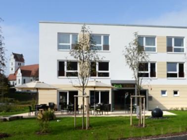 Der Wohnpark am Rotbach ist eine Altenhilfeeinrichtung mit 45 Pflegeplätzen mit drei eingestreu...