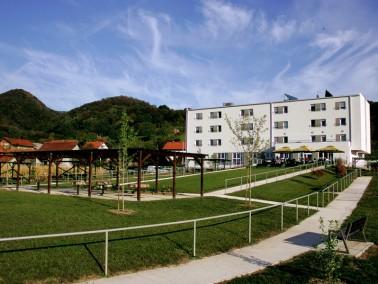 Das Haus    Das Altersheim Severović steht Personen der dritten Lebensphase mit seinen Diensten zur...