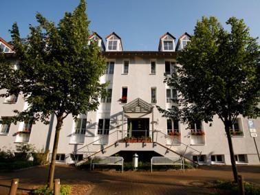 Die MediClin Seniorenresidenz Am Rosengarten liegt unmittelbar am Kurpark von Horn-Bad Meinberg. Der...