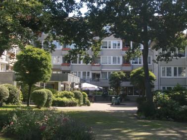 Im grünen Hamburger Stadtteil Sasel bieten wir Ihnen, verteilt auf zwei Häuser und umgeben...