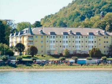 Direkt am Rhein gelegen, in einem wunderschönen Park mit altem Baumbestand, ist das Marienhaus ...