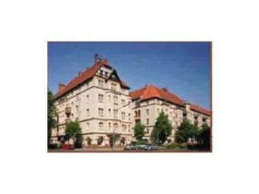 Die WG befindet sich im Erdgeschoss einer sehr schönen Wohnanlage des WbV Neukölln. ...
