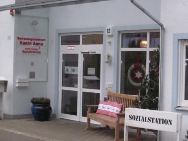 Das Betreuungszentrum St. Anna ist eine kleine, familiäre vollstationäre Einrichtung mit eingestreut...