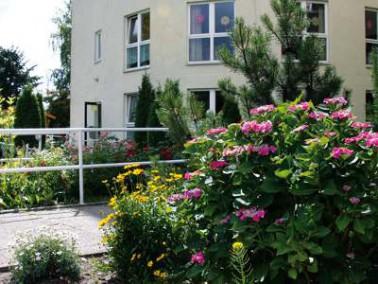 Die Bewohner des Senioren-Domizils Tempelhof genießen ihren Alterswohnsitz in der grünen ...