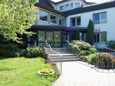 Derzeit bieten wir im Alten- und Pflegeheim Rhadern bis zu 99 Bewohnern ein gemütliches Zuhause...